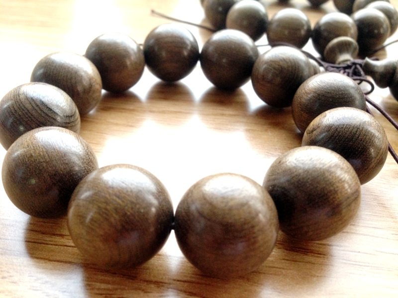 vòng tay gỗ đàn hương 3