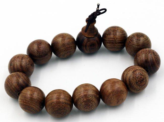 vòng tay gỗ thủy tùng