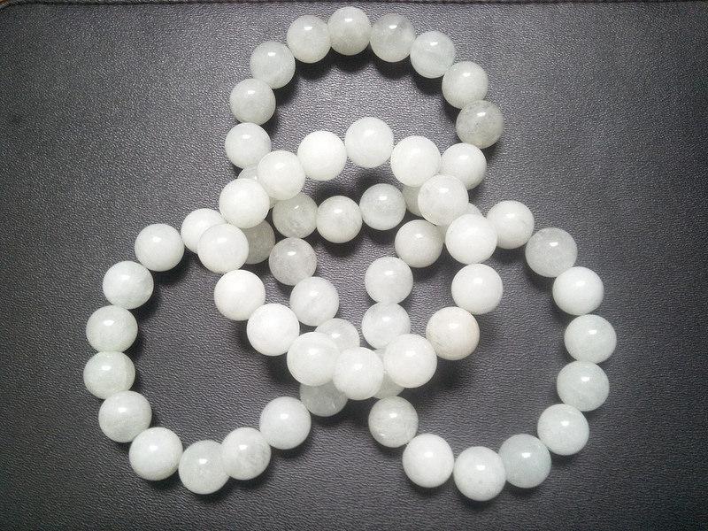 20 mẫu vòng tay đá phong thủy thích hợp với người mệnh Thủy